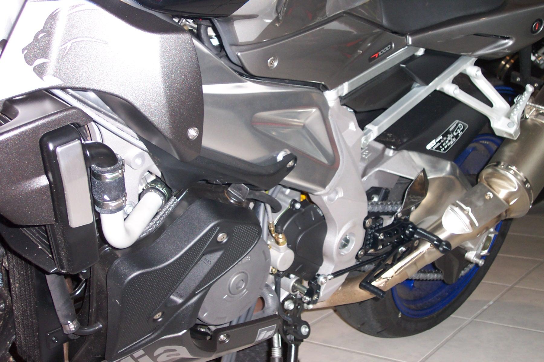 gilles tooling Fußrastenanlage AS31GT aprilia RSV 1000 / R / Factory / Tuono Bj. 03-